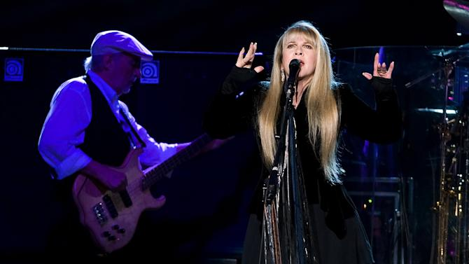 Fleetwood Mac readies tour and new music