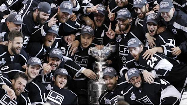 Ice Hockey - Lockout forgotten as Stanley Cup chase begins