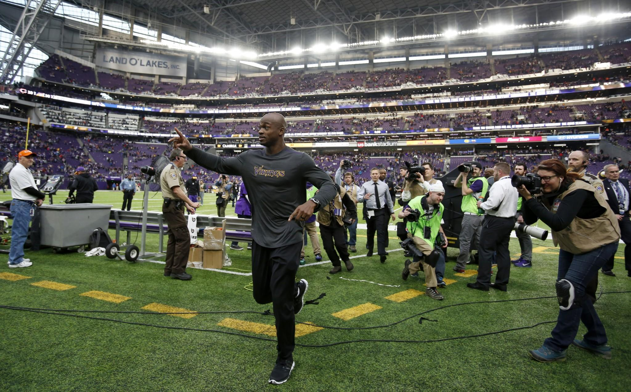 Adrian Peterson wants to remain with Vikings but also eyeing Giants, Bucs, Texans