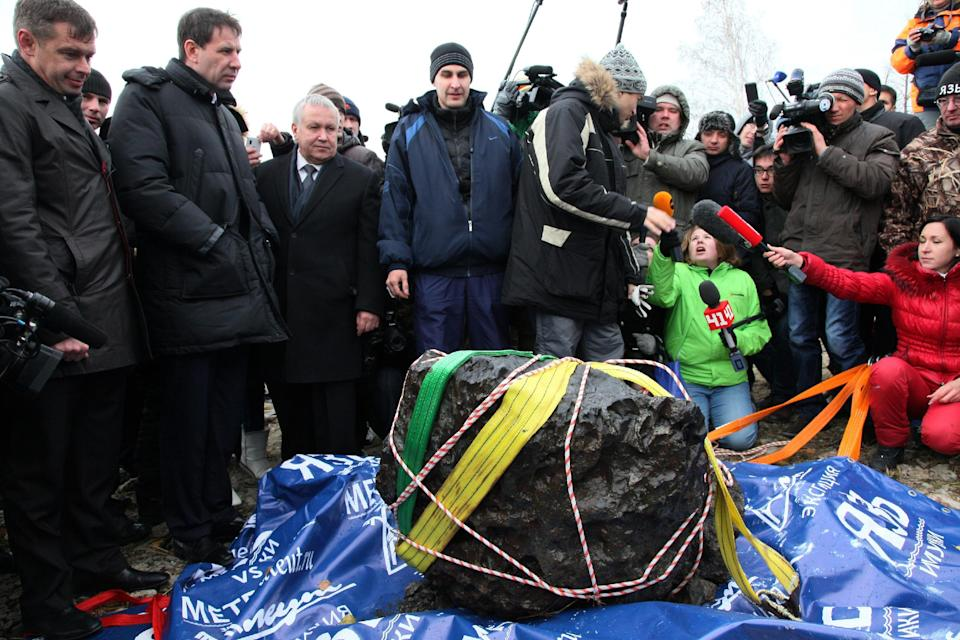 MOSCOW (AP) — Russian scientists have recovered a giant chunk of the Chelyabinsk meteorite from the bottom of the lake it crashed into. The meteor that