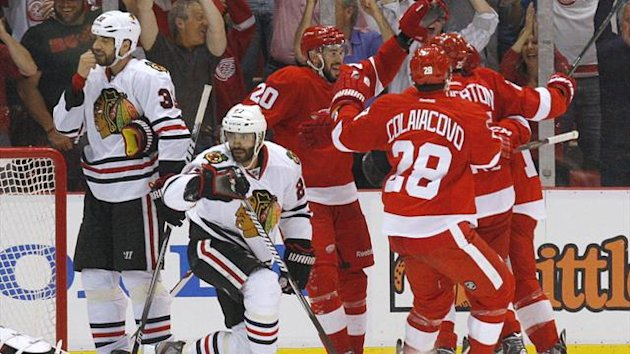 Detroit Red Wings left wing Drew Miller (20) celebrates his 2nd period goal with teammates (Reuters)