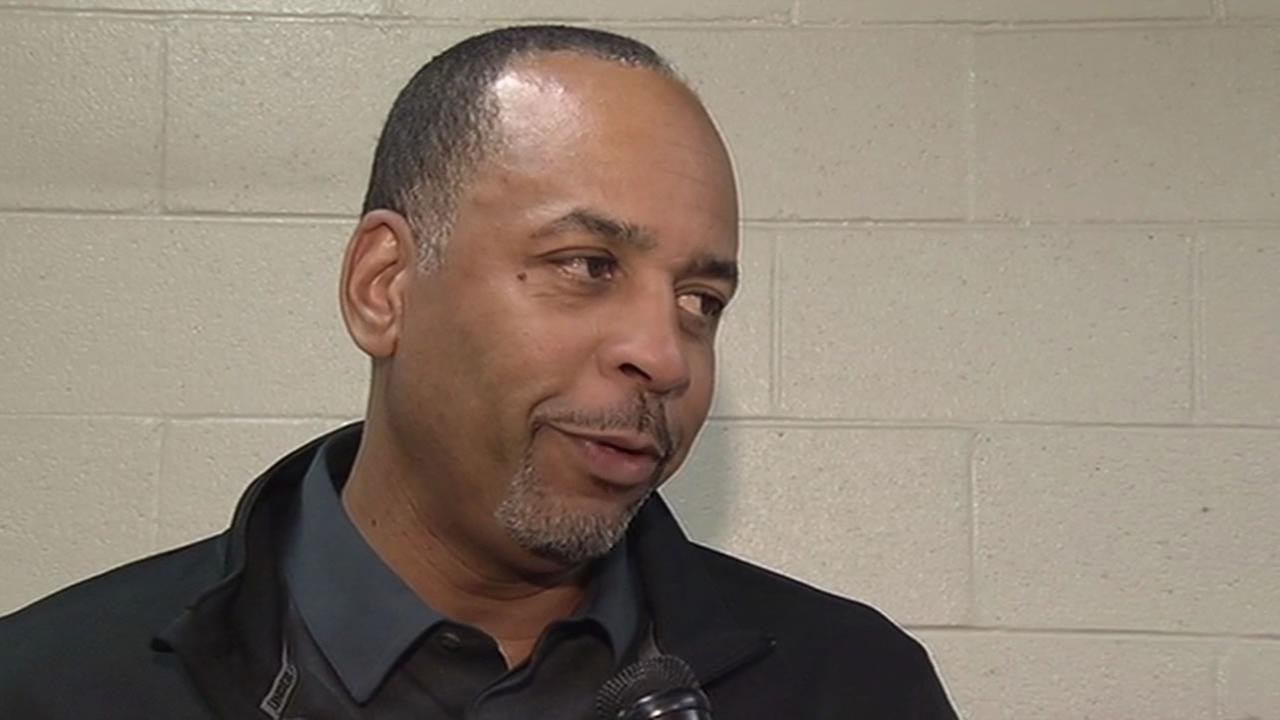 Former NBA player Dell Curry reacts to son's performance in Game 3 against Pelicans