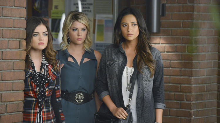 """Pretty Little Liars"" -- ""What Becomes of the Broken-Hearted"" LUCY HALE, ASHLEY BENSON, SHAY MITCHELL"