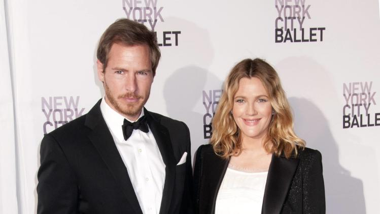 **File Photos*** DREW BARRYMORE IS A MUMDREW BARRYMORE has become a first-time mum.  The Charlie's Angels star gave birth to baby girl Olive last week (26Sep12), three months after she wed the child's father, art consultant Will Kopelman.  The couple has released a statement via a spokesman, which reads,