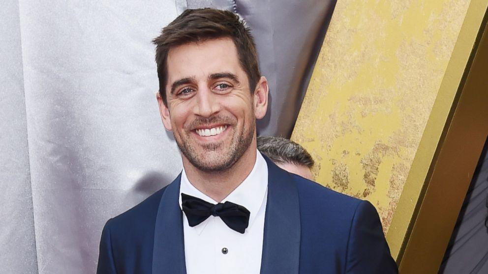 Aaron Rodgers Hasn't Spoken to His Family in 2 Years, Father Confirms