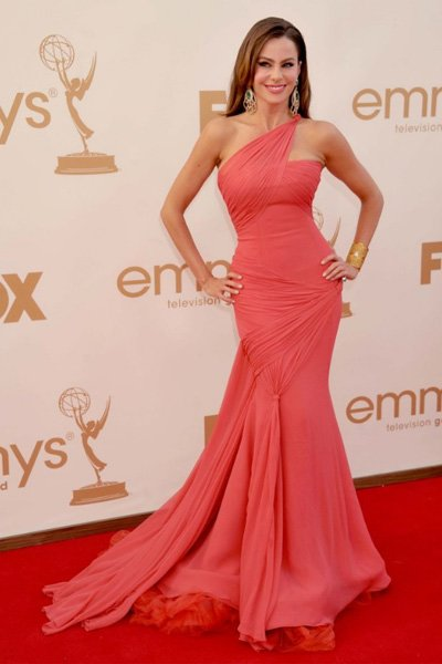 "The ""Modern Family"" star's Vera Wang dress hugs her curves in all the right places at the 2011 Emmy Awards. (Photo by Gregg DeGuire/FilmMagic)"