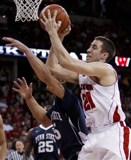 Gasser scores 15 as No. 15 Badgers top Penn State