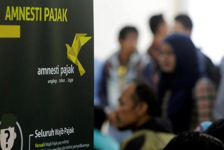 Indonesians line up to beat deadline for tax amnesty's best terms