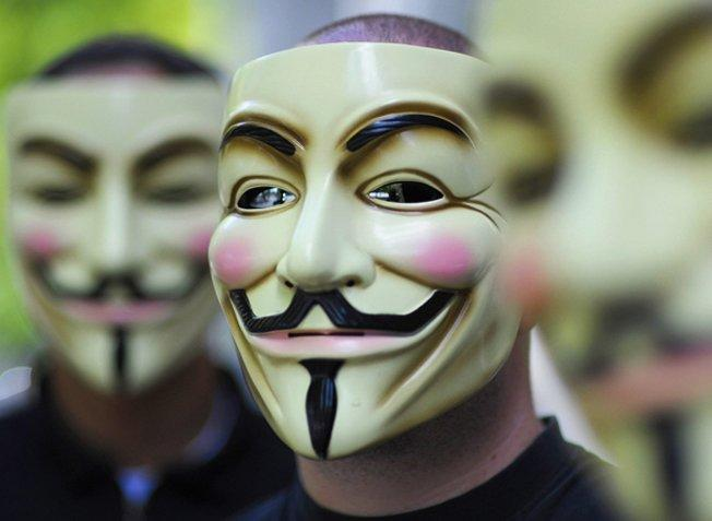 Anonymous blows off WikiLeaks, calls Assange a sellout after Lady Gaga dinner