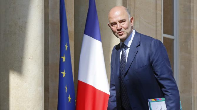 European Economic and Financial Affairs Commissioner Pierre Moscovici arrives to attend a meeting to apply the European Commission's plan to boost growth at the Elysee Palace in Paris