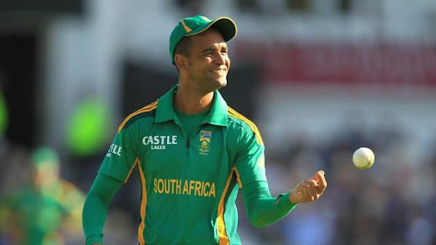 South Africa's Robin Peterson took three wickets in the victory over Pakistan
