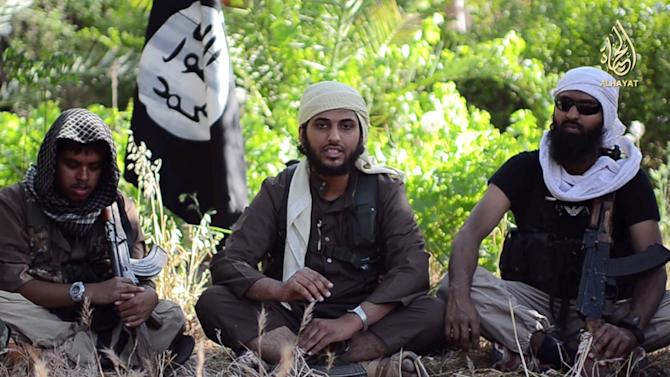 An image grab uploaded on June 19, 2014 by Al-Hayat Media Centre shows Abu Muthanna al-Yemeni (C), believed to be Nasser Muthana, a 20-year-old man from Cardiff, Wales, speaking from an undisclosed location