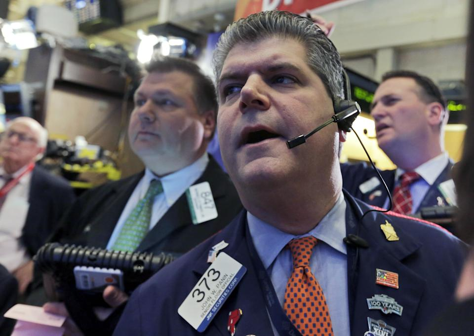 US stocks edge up as DuPont, J&J report earnings