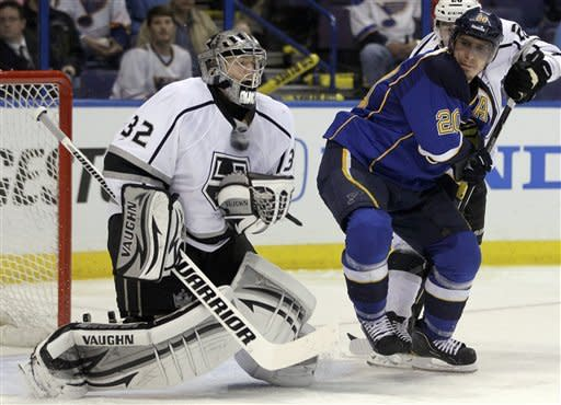 Kings knock off Blues 3-1 in Game 1