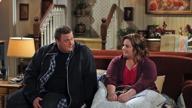 "In this image released by CBS, Billy Gardell, left, and Melissa McCarthy are shown in a scene from the sitcom ""Mike & Molly,"" airing Mondays at 9:30 p.m. EST on CBS. (AP Photo/CBS, Michael Ansell)"
