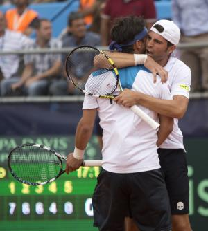 Italy's Simone Bolelli, right, embraces doubles teammate Fabio Fognini after they defeated Argentina's doubles team 7-6,6-7,7-6,6-4 to give Italy a 2-1 lead at the Davis Cup tennis tournament in Mar del Plata, Argentina, Saturday, Feb. 1, 2014. (AP Photo/Eduardo Di Baia)