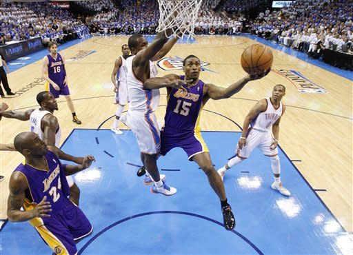 Thunder rally to edge Lakers 77-75 in Game 2
