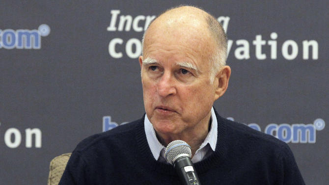 California Governor Jerry Brown talks during a meeting with more than a dozen water leaders from across Southern California in Los Angeles Thursday, Jan 30, 2014. Brown met with water managers as the state grapples with extreme drought conditions. (AP Photo)