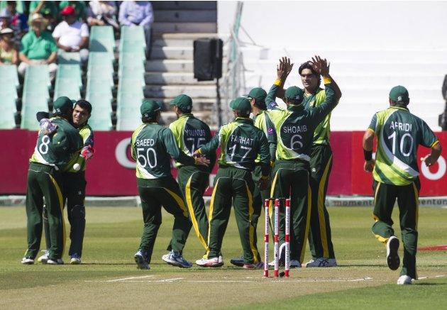 Pakistan celebrates the wicket of South Africa's Amla during the fourth One Day International cricket match in Durban