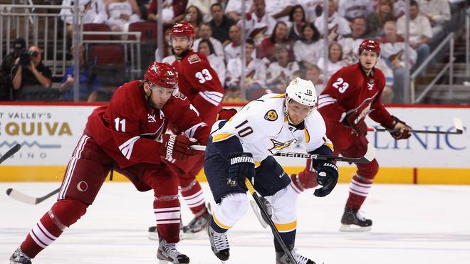 Martin Erat #10 Of The Nashville Predators Skates With The Puck Under Pressure From Martin Hanzal #11 Of The Phoenix Getty Images