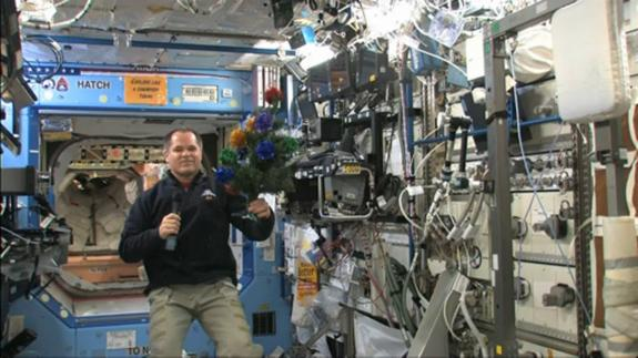 Astronauts Celebrate Christmas on Space Station