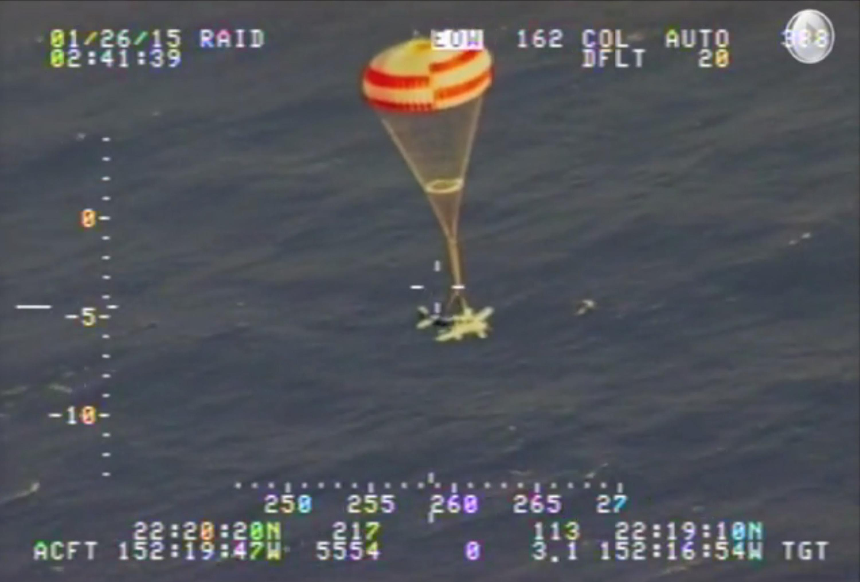 Stricken plane safely parachutes into sea off Hawaii