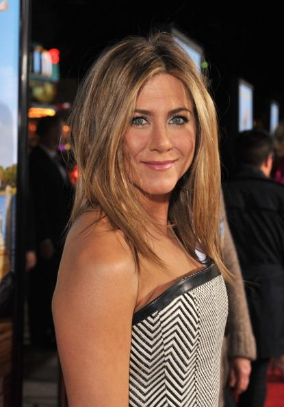 Jennifer Aniston en robe graphique Tom Ford à la première de Wanderlust à Los Angeles