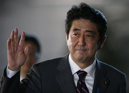 Japan's Prime Minister Shinzo Abe waves as he arrives at his official residence in Tokyo December 26, 2012. REUTERS/Toru Hanai