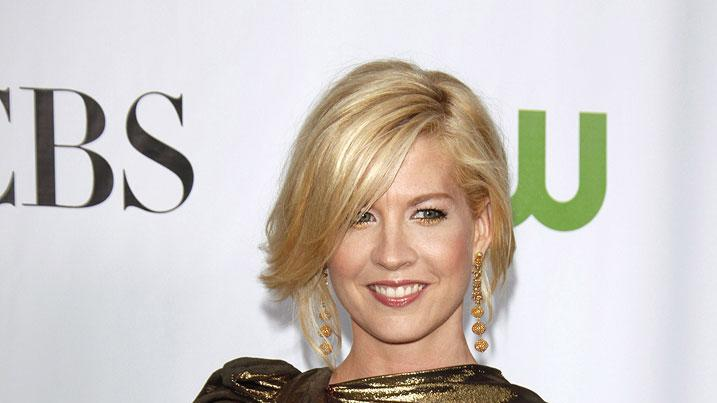 Jenna Elfman arrives at the 2009 TCA Summer Tour - CBS, CW and Showtime All-Star Party at the Huntington Library on August 3, 2009 in Pasadena, California.