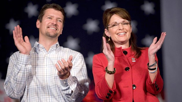 Todd Palin Endorses Newt Gingrich (ABC News)