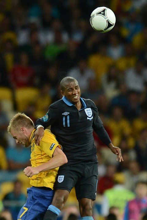 English Midfielder Ashley Young (R) Vies AFP/Getty Images
