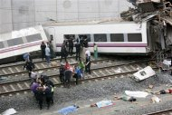 Rescue workers pull victims from a train crash near Santiago de Compostela, northwestern Spain, July 24, 2013. REUTERS/Oscar Corral