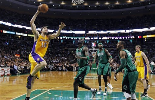 Gasol: 25 pts, 14 reb, key block in 88-87 win