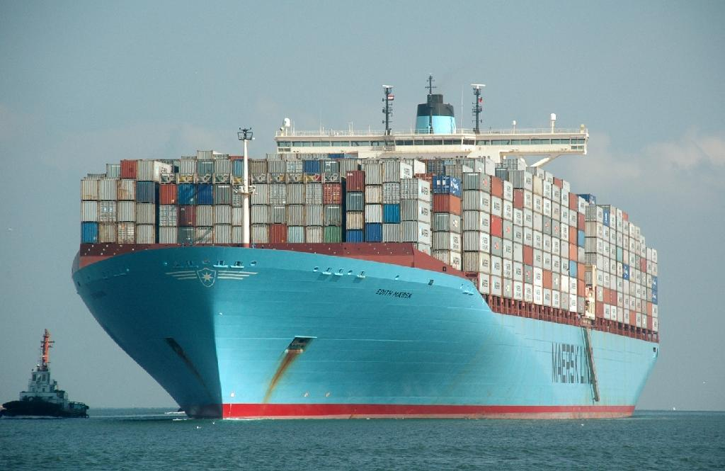 Maersk profit plunges amid weak trade, low oil prices