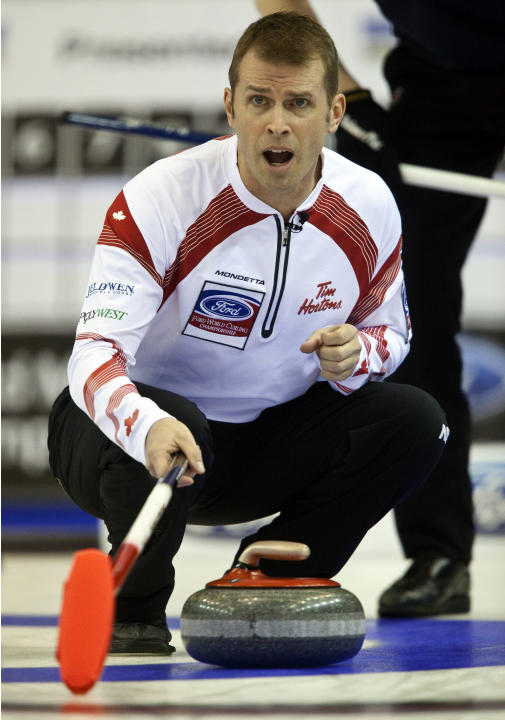 Canadian skip Jeff Stoughton encourages his teammates during the gold medal game against Scotland at the Ford World Men's Curling Championships in Regina, Saskatchewan, April 10, 2011.  AFP PHOTO/Geof