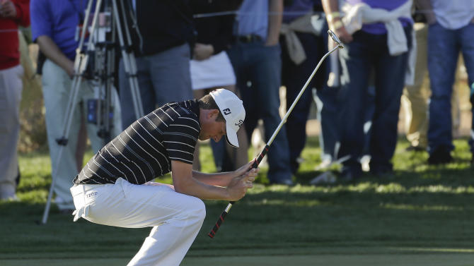 Webb Simpson reacts after missing a putt on the 16th green during the quarterfinal round of play against Hunter Mahan at the Match Play Championship golf tournament, Saturday, Feb. 23, 2013, in Marana, Ariz. Mahan won 1-up. (AP Photo/Julie Jacobson)