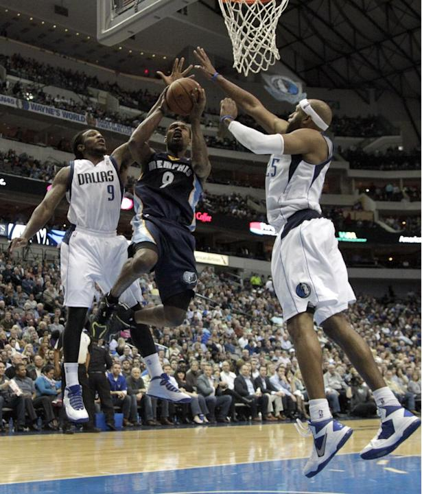 Dallas Mavericks' Jae Crowder, left, and Vince Carter, right, defend against a shot-attempt by Memphis Grizzlies' Tony Allen, center, in the second half of an NBA basketball game on Wednesday,