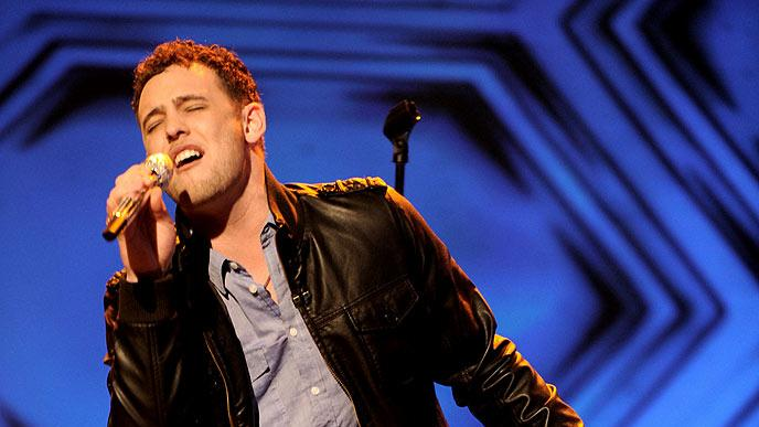 "Matt Giraud performs ""Viva la Vida"" by Coldplay on ""American Idol."""