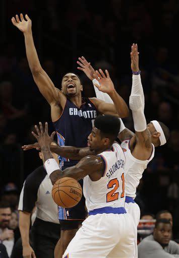 Smith has 37, Knicks beat Bobcats for 7th straight