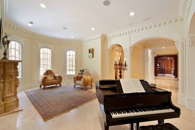 An American &amp;#39;palace&amp;#39; with a pool at its heart piano room