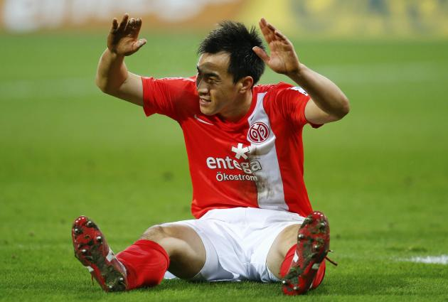 Okazaki of FSV Mainz 05 reacts during their match against Borussia Dortmund during their German first division Bundesliga soccer match in Mainz