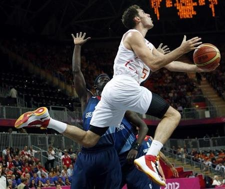 Fernandez goes for a lay-up past Great Britain's Mensah-Bonsu during their men's preliminary round Group B basketball match at the Basketball Arena during the London 2012 Olympic Games