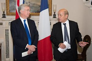 British Defence Minister Michael Fallon (L) and French…