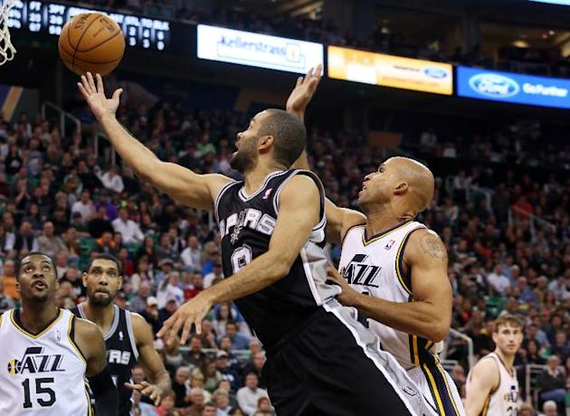 San Antonio Spurs' guard Tony Parker, front left, shoots the ball as Utah Jazz's forward Richard Jefferson, right, defends in the first half of an NBA basketball game on Saturday, Dec. 14, 201