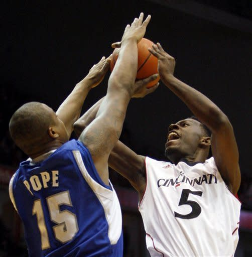 Cincinnati leads from start, tops Seton Hall 62-57