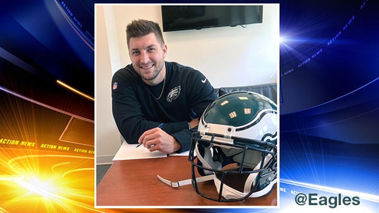 It's official: Tim Tebow signs 1-year deal with Eagles