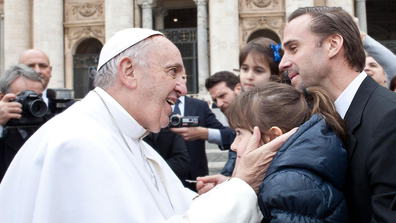 Joseph Fiennes Meets Pope Francis Before Vatican's 'Risen' Screening