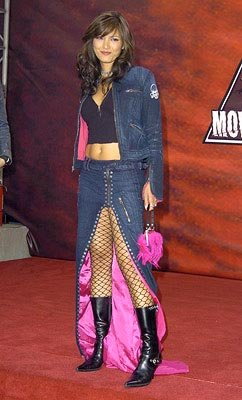 Kelly Hu is wearing an interesting skirt, but it looks like she'd probably accidentally step on it a lot. MTV Movie Awards - 6/5/2004