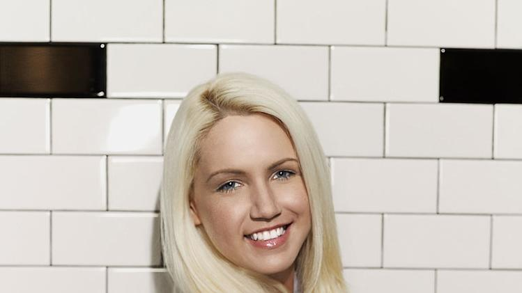 "Elizabeth Bianchi (New York, NY) is a contestant on the Red Team on the 9th season of ""Hell's Kitchen."""