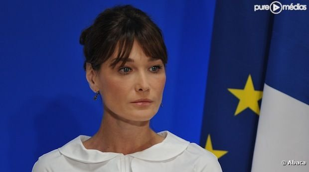 La statue  l&#39;effigie de Carla Bruni-Sarkozy rige  Nogent-sur-Marne